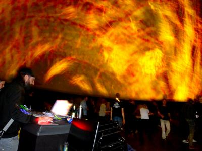 Live DJing event with immersive 360° visuals projected in real time in the infinityDome with room for 200 people.